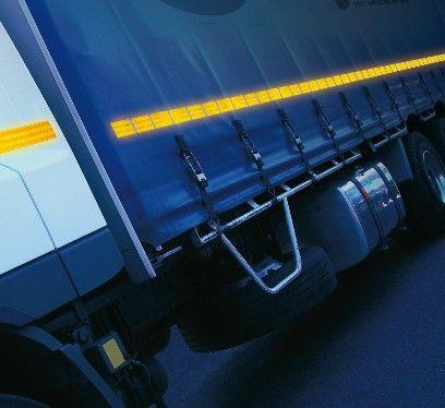 Светоотражающая лента для контурной маркировки автомобилей.