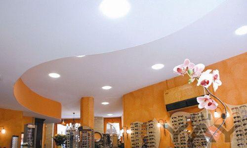 Продаем и устанавливаем натяжные потолки, окна, рольставни, жалюзи