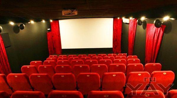 Лучшая бизнес идея года это открытие собственного мини-кинотеатра.этого