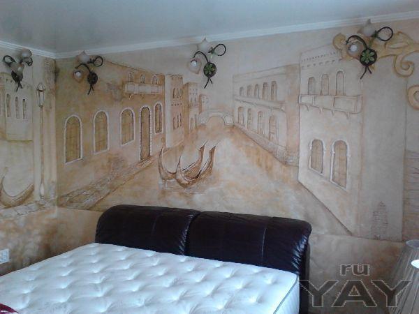 Панно-барельефы на всю стену.