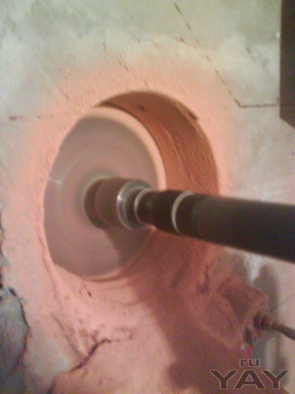 Алмазное бурение (сверление) отверстий в бетоне.