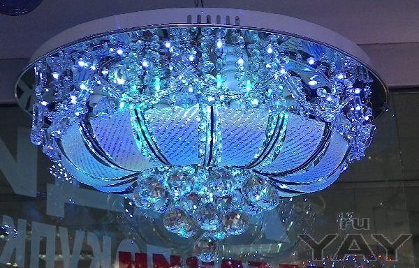 Люстры с подсветкой и пультом